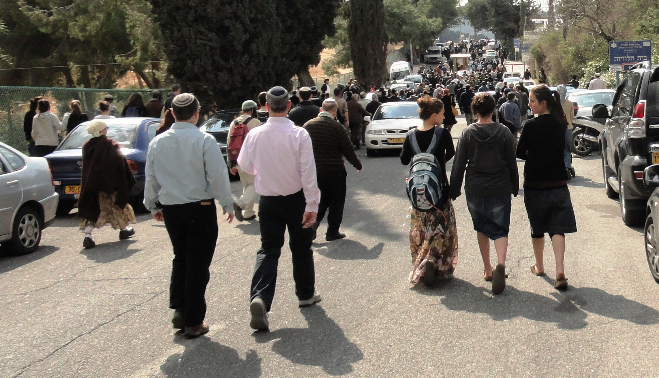 crowds walking to Fogel funeral