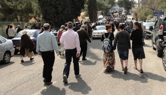 crowds walking to Fogel funeral