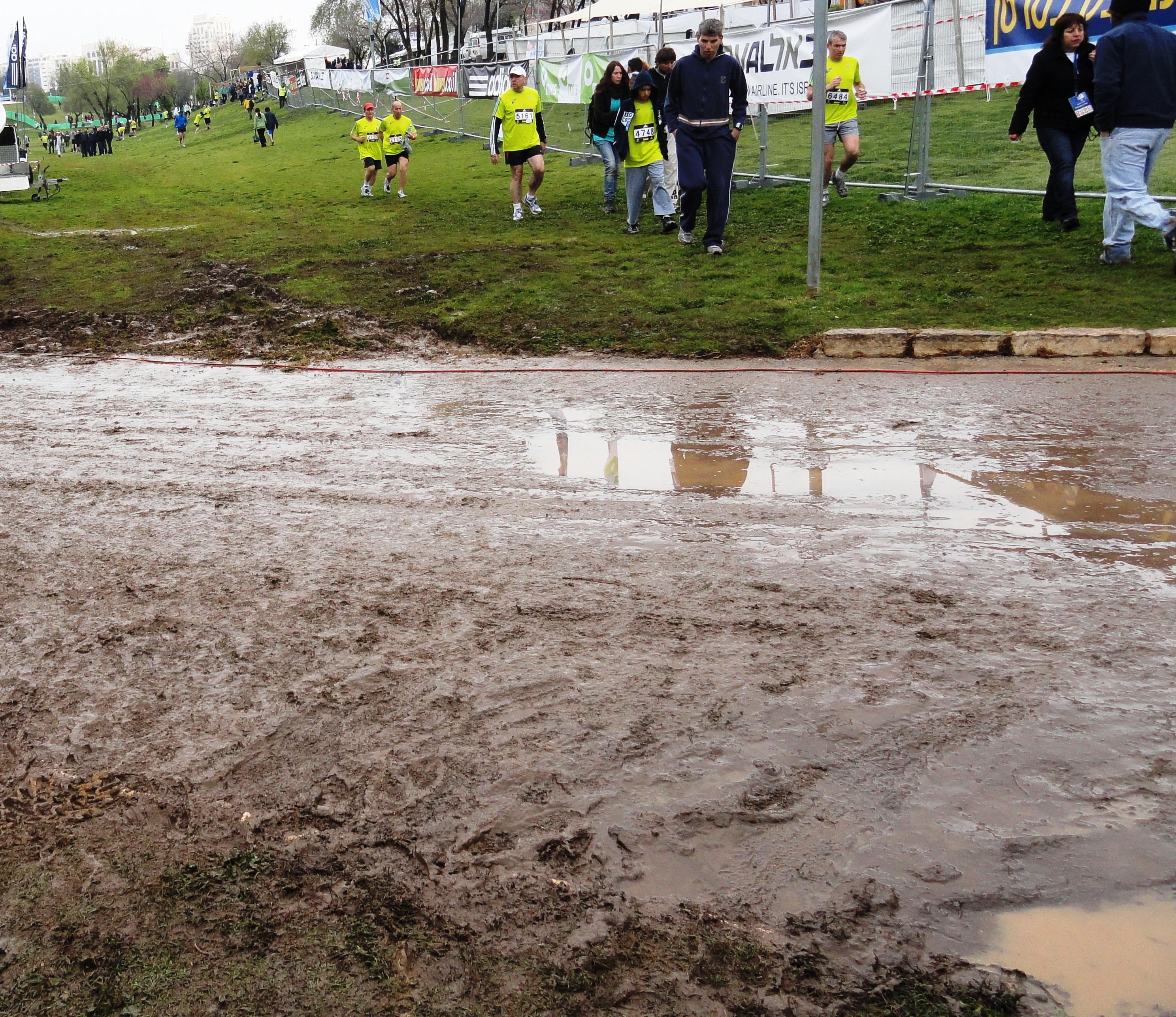 mud image, Jerusalem marathon image