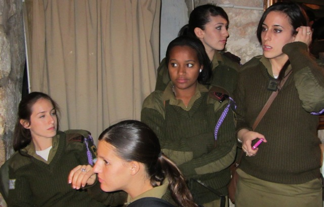 Female Israeli soldiers image,