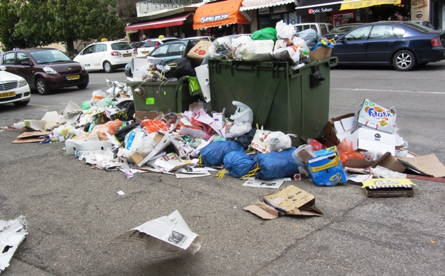 garbage in strike in Jerusalem image