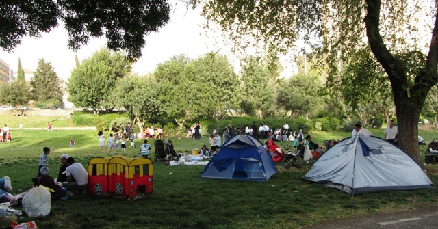 """picutre tents"" , ""image park"", ""photo picnic"""