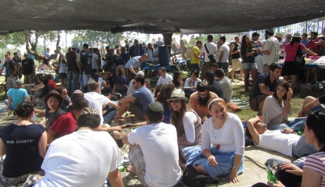 """picture Israeli soldiers"", ""photo picnic', ""image BBQ"""