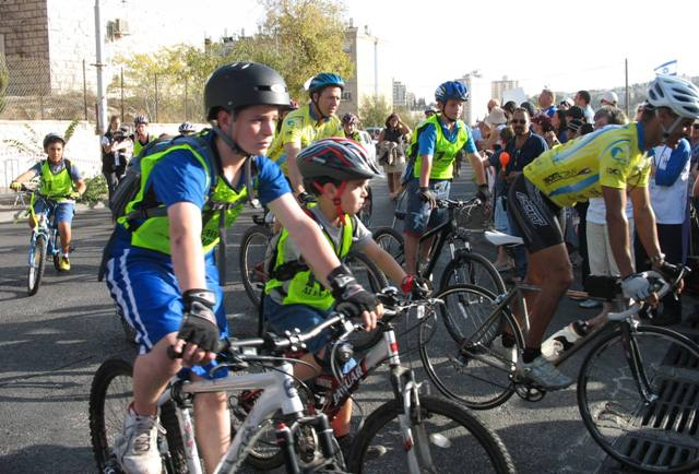 bike riders, Alyin ride