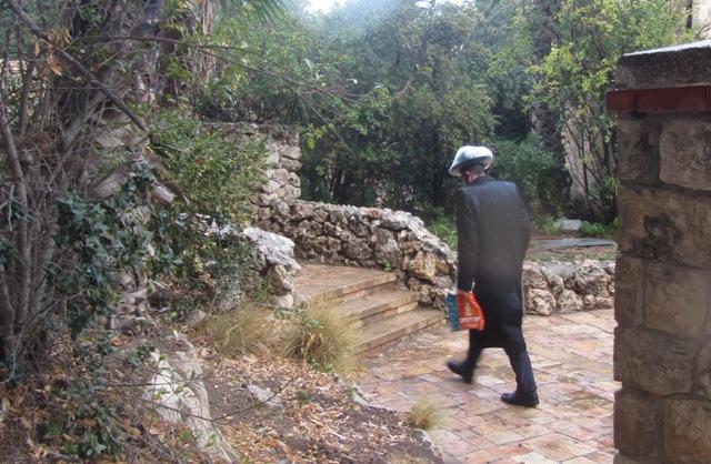 rain hat, Jerusalem photography tour