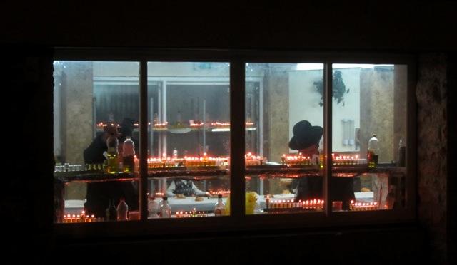 Jerusalem photography tour, candle lighting, oil menorahs, chanukios