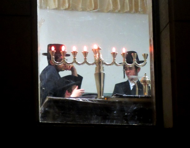 Chaukah candle lighting, Jerusalem photography tour