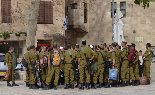 Israeli soldiers photo
