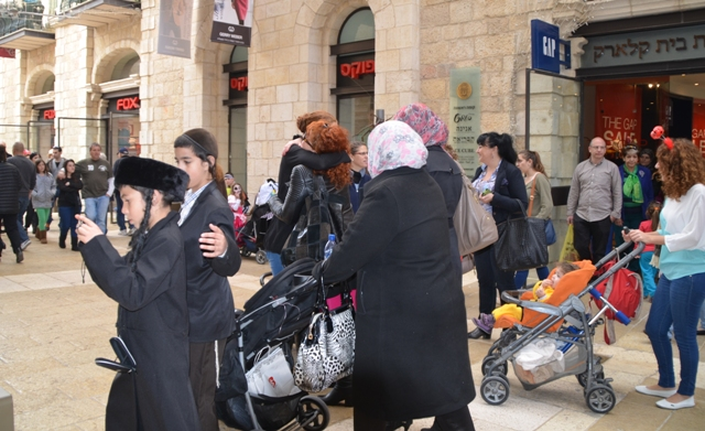 Purim in Jerusalem, costumes