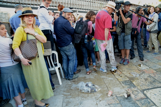 image violence at western wall