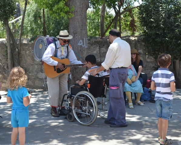 image Jerusalem street music, photo man Jerusalem music