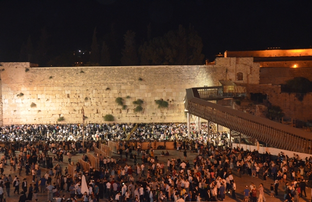 photo Western Wall on Tisha BAv,