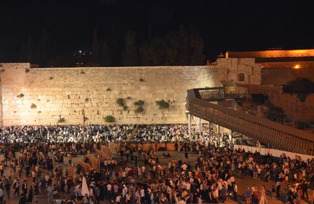 photo Western Wall on Tisha BAv,