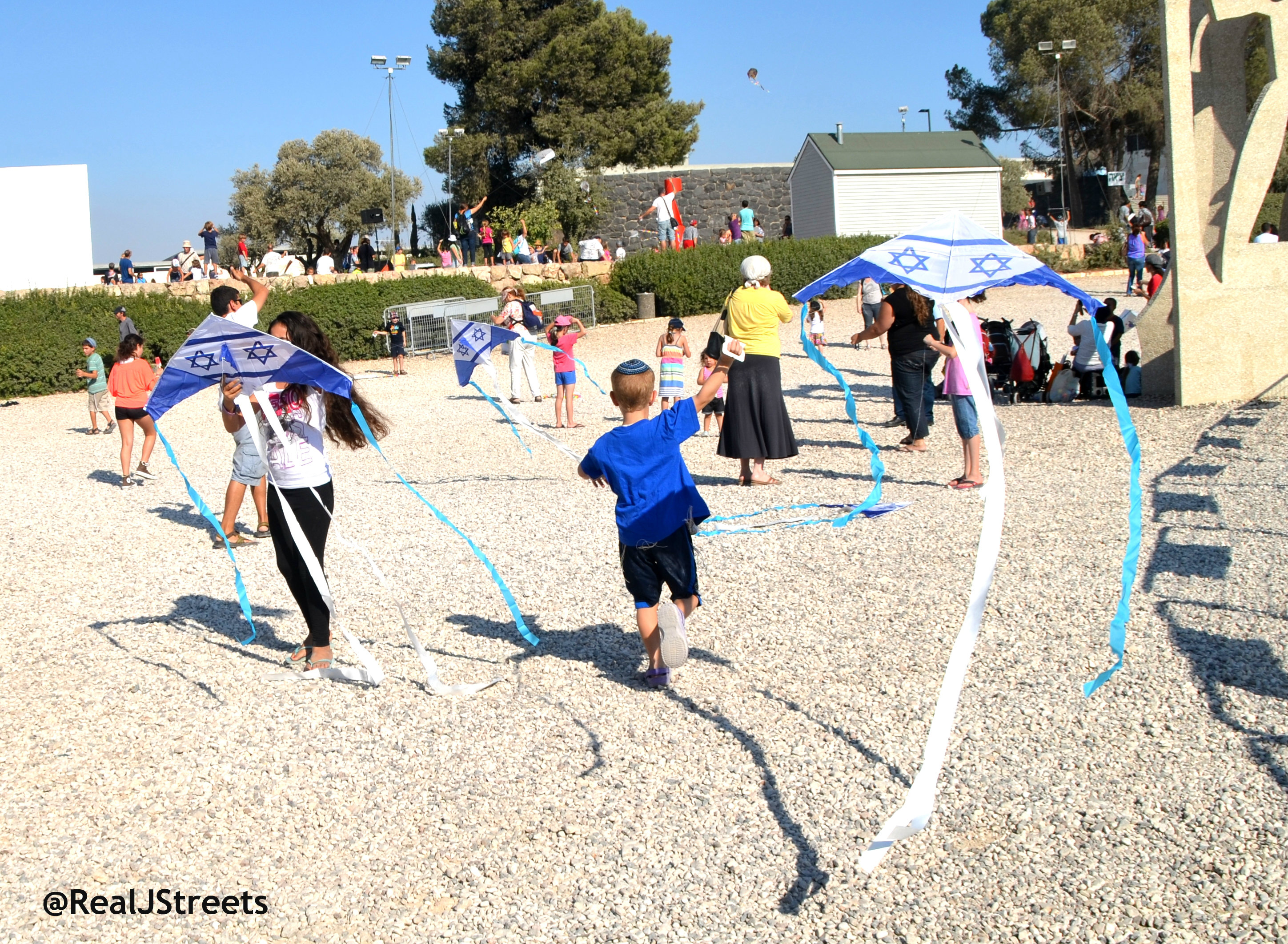 kites flying, Jerusalem kite festival Israel Museum