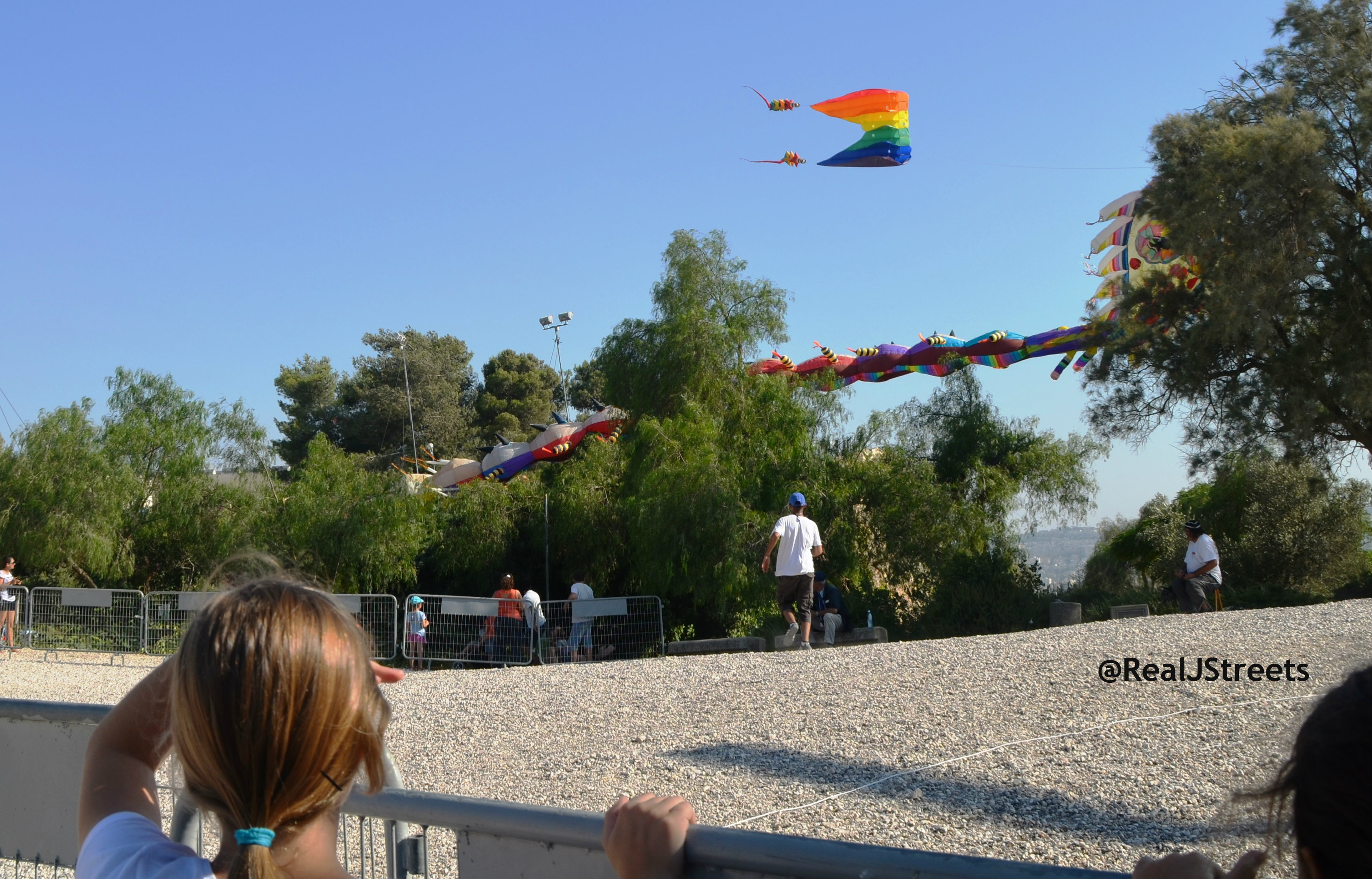 large kite down, Jerusalem kite festival