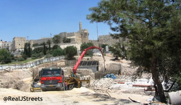 photo construction of Teddy Park, building in Jerusalem, East Jerusalem construction