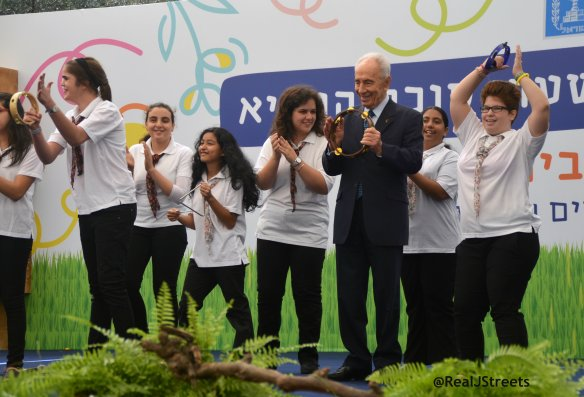 Open sukkah with President Shimon Peres