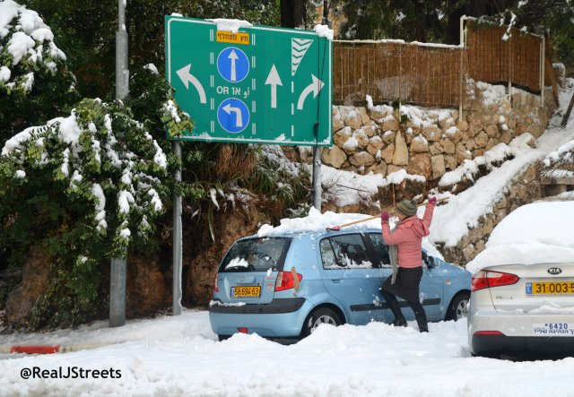 image Jerusalem snow clean up, photo jerusalem snow , picture snow in Jerusalem