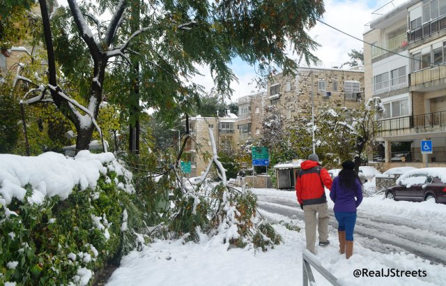 image Jerusalem snow , photo people walking in snow . picture damage Jerusalem snow