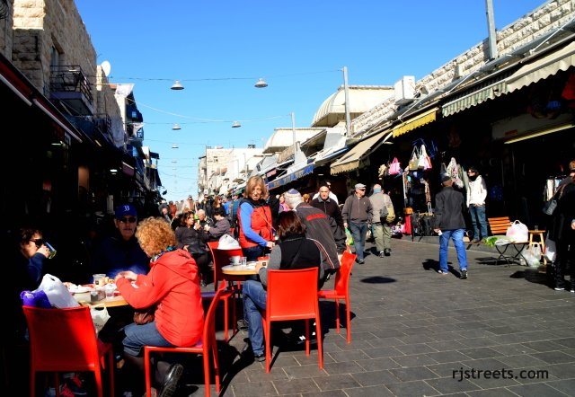 photo market Jerusalem, shuk photo, image Machana Yehuda, picture people eating in shuk