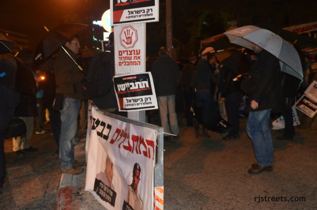 picture protest at night, image Israel protets, photo protest banners.