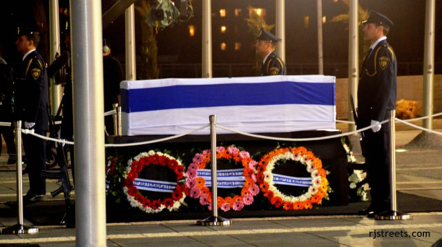 image coffin Ariel Sharon, photo casket, picture casket draped in flag