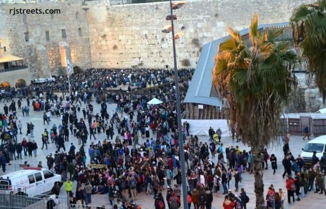 image prayer protest, photo prayer at Western wall, picture Al quds