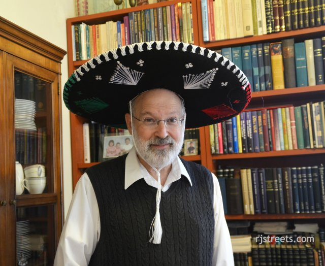 image pUrim, purim costume, big hat photo