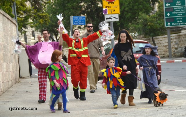 image Purim celebration, photo family dressed for Purim, Purim costumes