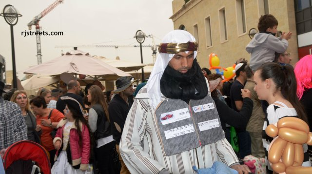 image PUrim, costume arab, Google guy