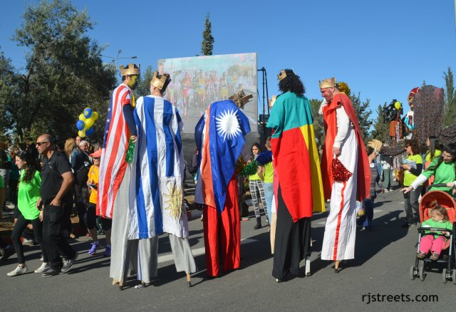 iamge people on stilts, photo men in flag colored costumes, Jerusalem marathon picture