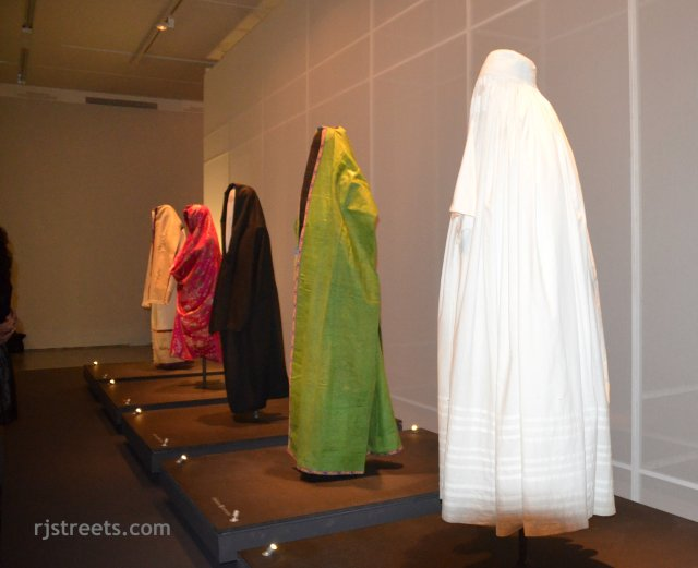 image Arab dress, photo wear outside Jewish women Arab world