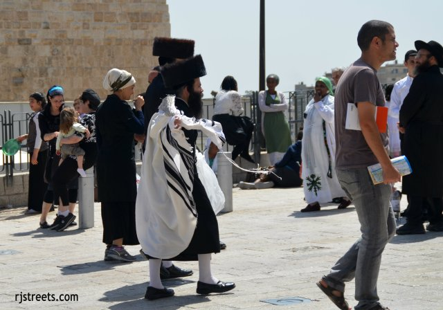 image dressed for holiday, photo Western WAll, picture men Passover