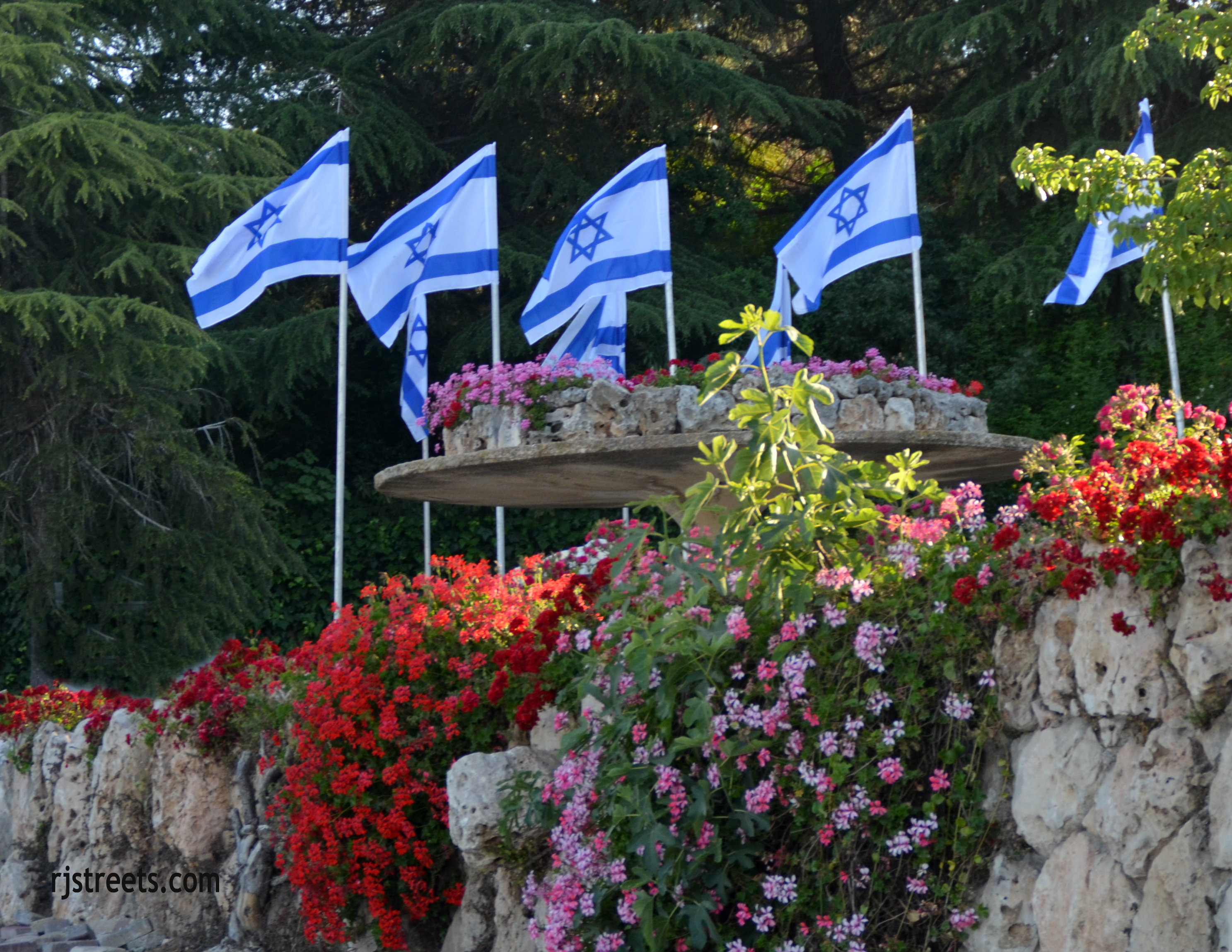 image Israeli flag, large Israel flags blowing photo, picture blue and white flags