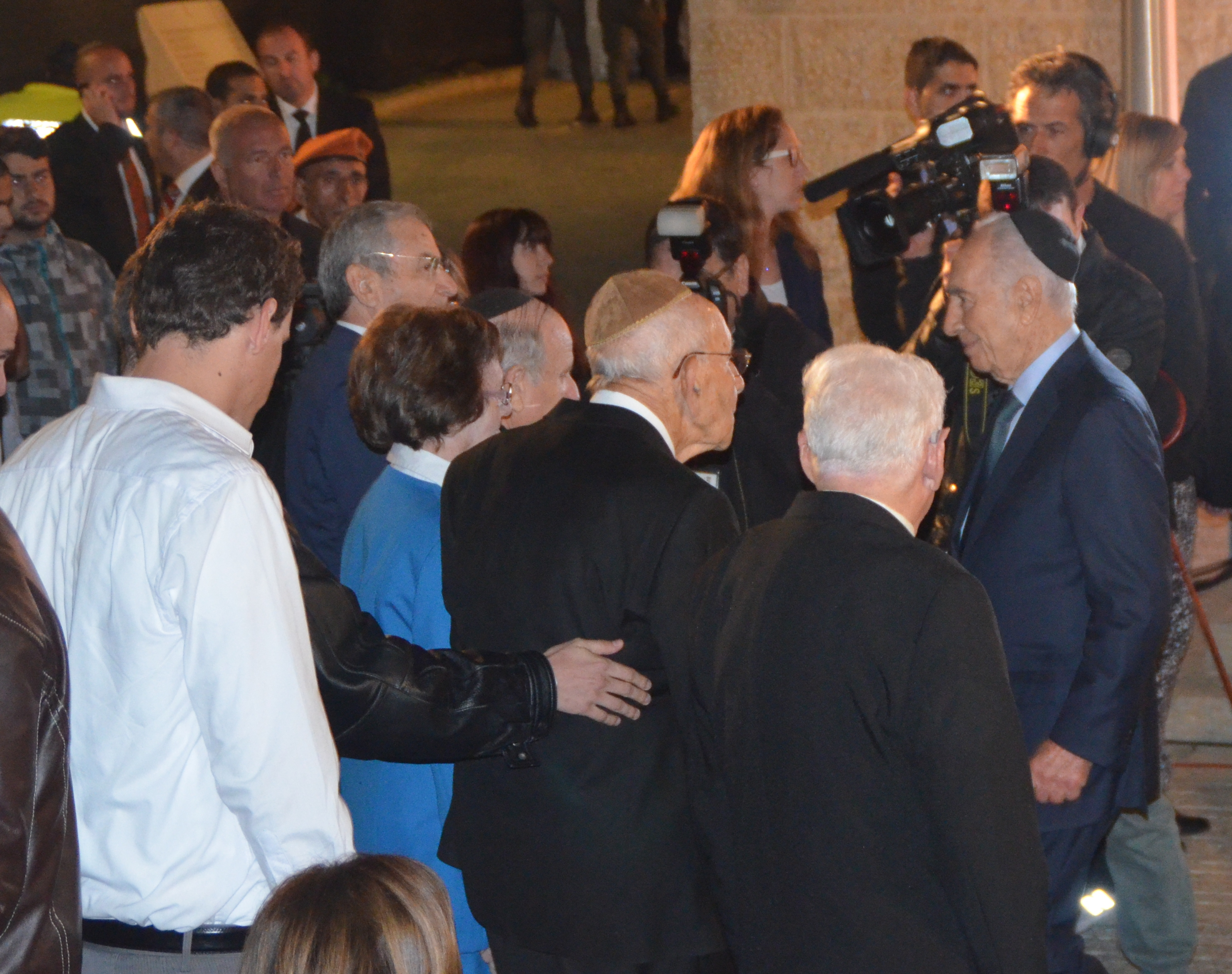 image Shimon Peres with crowd, photo Peres at YadVashem, picture President shaking hands