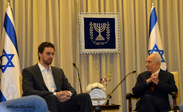 Pau Gasol and Shimon Peres meet.