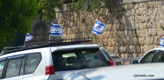 image Israeli flags on cars