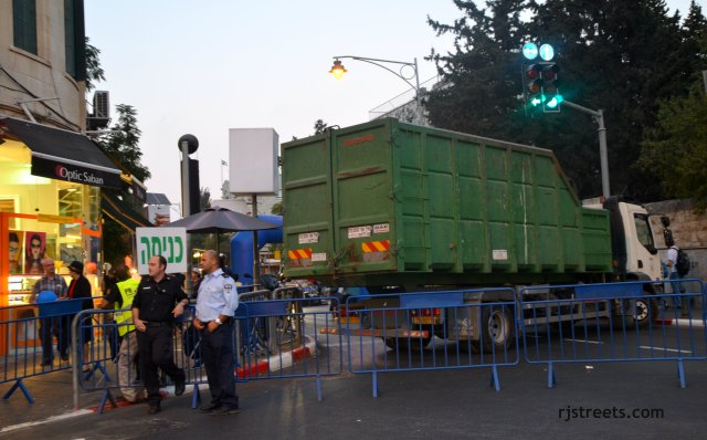 Emek St Fair 063b truck blocking st