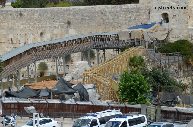 Har Hayabit wooden bridges ramp to Temple Mount