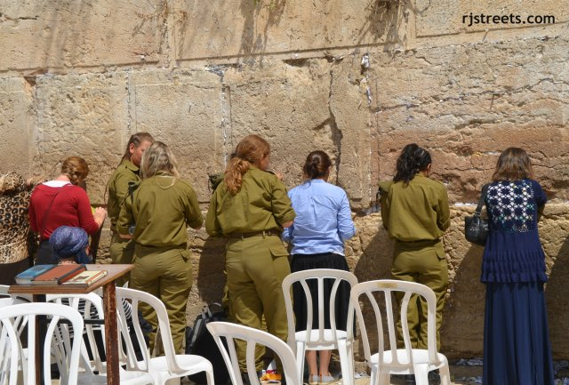 image women at kotel