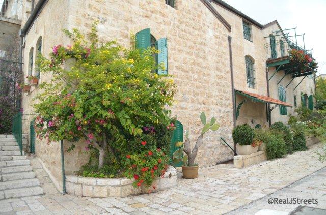 photo street scene Yemin Moshe
