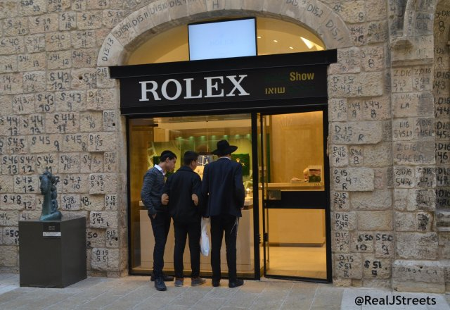 image boys window shopping in Mamilla Mall