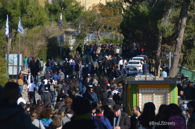 crowd at Givat Shaul cemetery