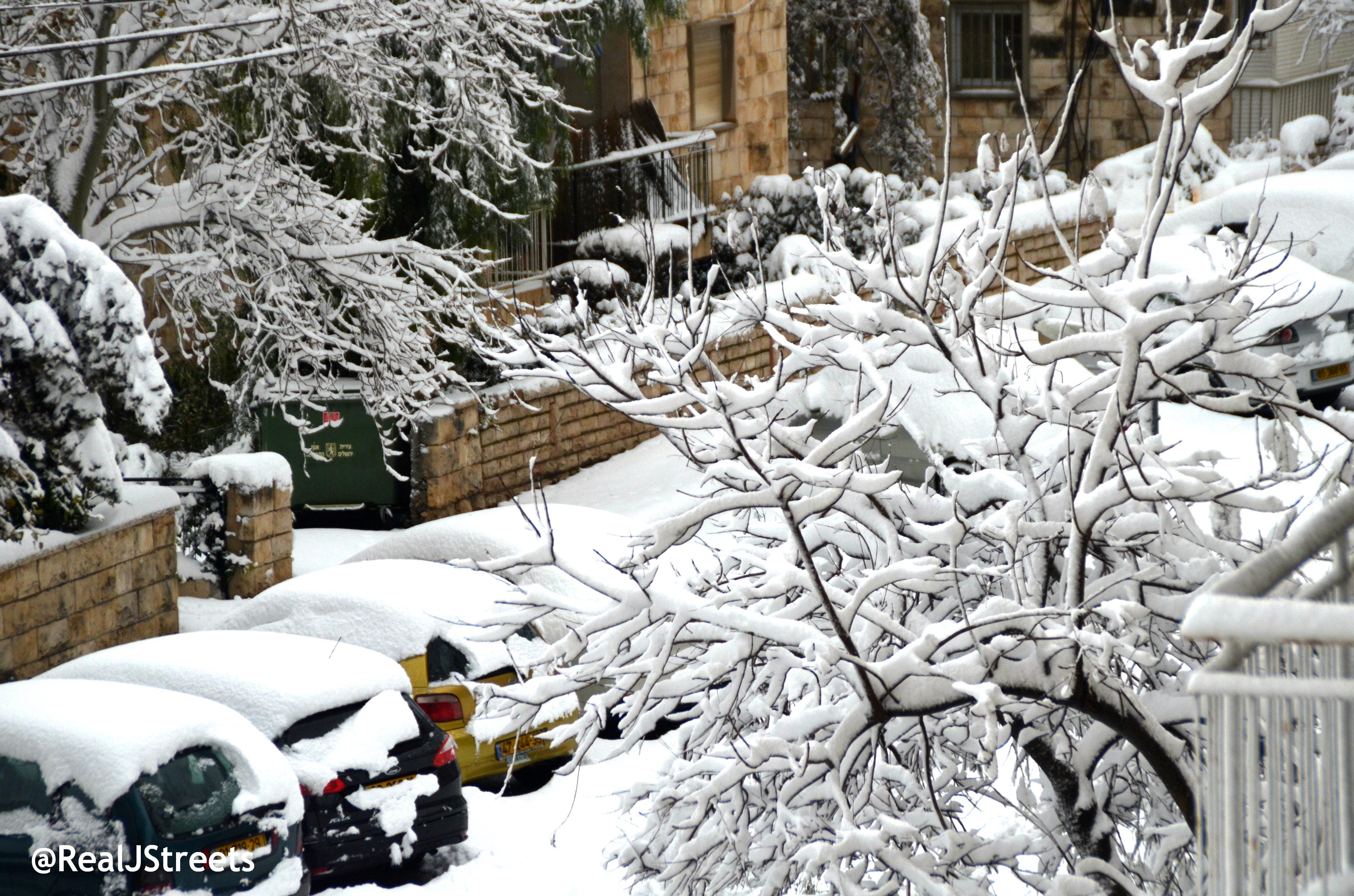 image snow scene in Jerusalem Israel