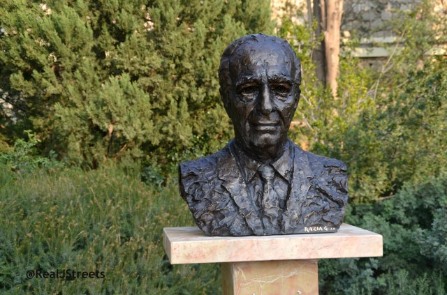 image new bust of Shimon Peres in Presidential gardens