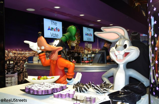 bugs bunner and goofy at Cinema City