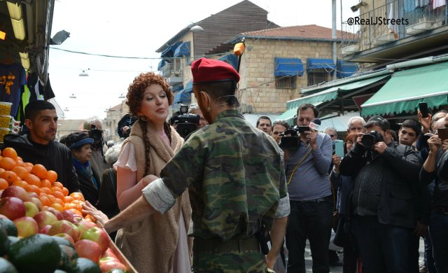 Israel opera couple perform in shuk