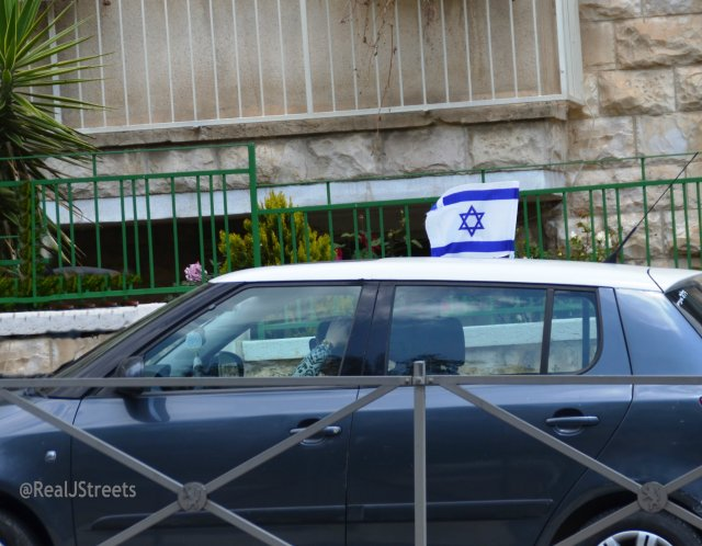 car flag for Yom Haatzmaut