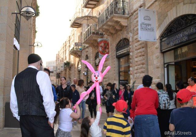 Maimilla Mall on Passover