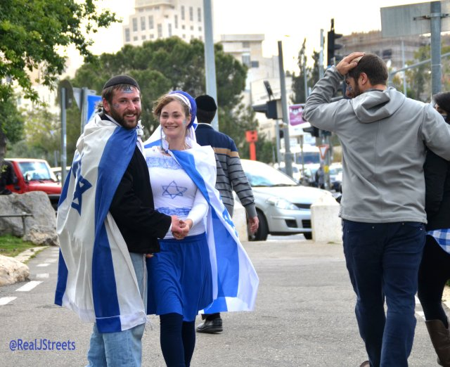 couple in blue and white